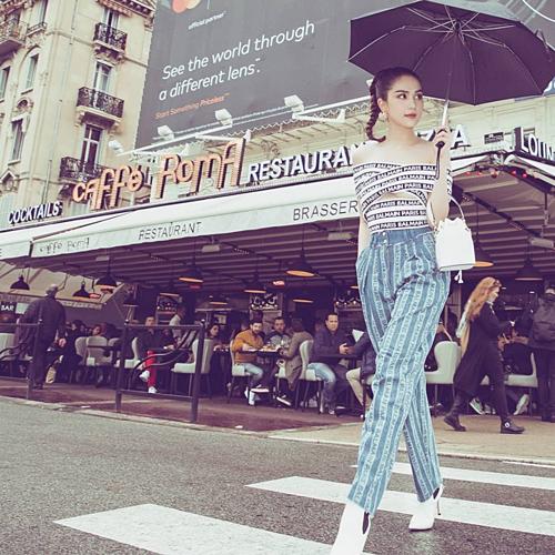 Ngọc Trinh diện cả cây hàng hiệu dạo phố Paris mặc dư luận chỉ trích chuyện trang phục mặc như không mặc trên thảm đó LHP Cannes.
