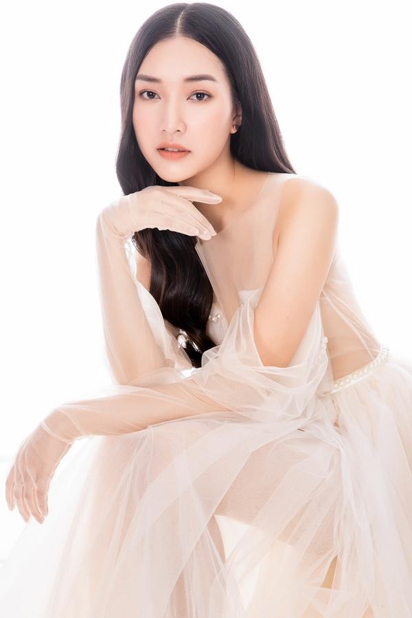 Stylist: Long Ichi, trang điểm: Minh Lộc, trang phục: Đỗ Mạnh Cường, Lê Thanh Hoà, Tăng Thành Công, Nguyễn Minh Công, Châu Phạm.