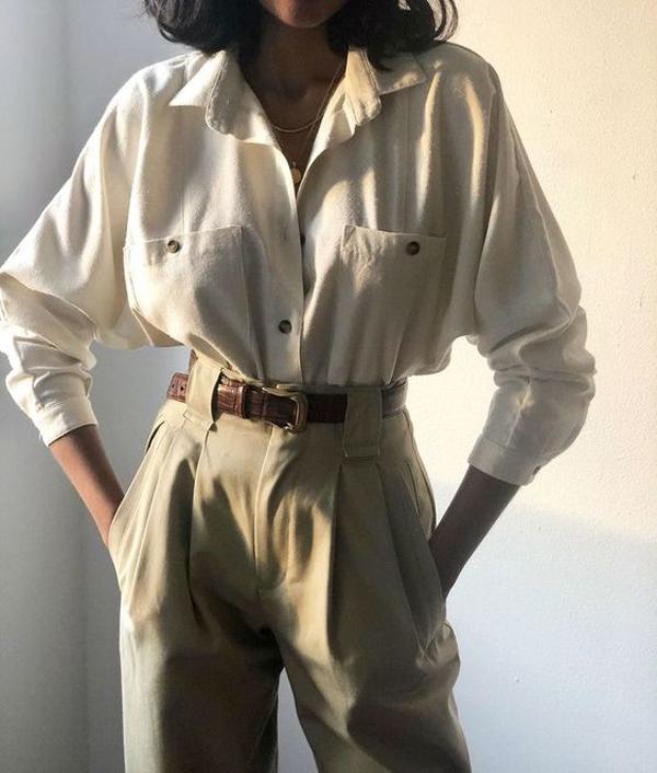 Cùng với các mẫu quần lưng cao, ống túm... các thương hiệu còn trình làng nhiều kiểu áo xệ vai, áo phom rộng để tạo cá tính cho phái đẹp.