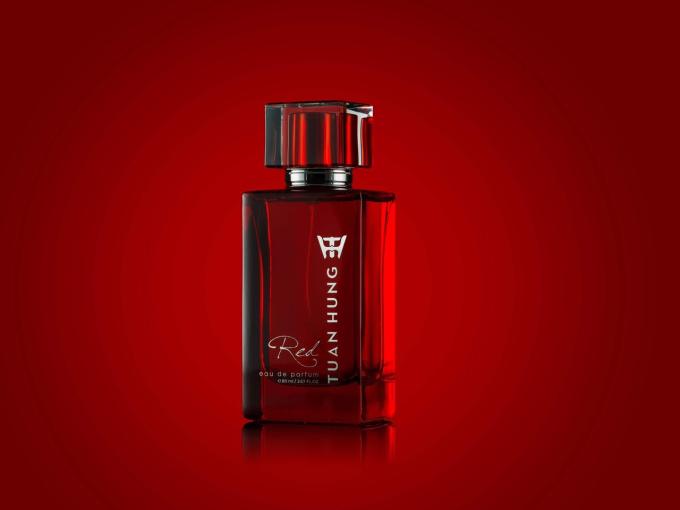 Thiết kế bao bì tinh xảo, toát lên sự chuyên nghiệp và đẳng cấp của thương hiệu nước hoa Tuan Hung.