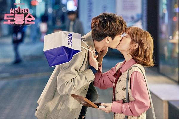 Những cặp đôi gây sốt với phản ứng hóa học của phim Hàn