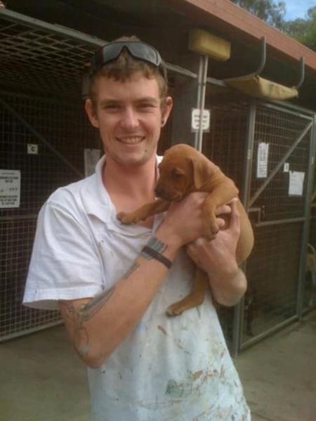 Luke McKoy và con chó rất thân thiết, ít khi rời xa nhau. Ảnh: