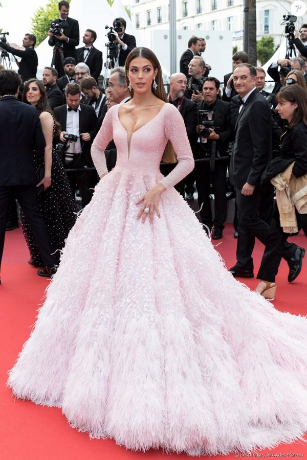 Chiều tối ngày 22/5, hoa hậu tới buổi công chiếu phim Oh Mercy! tại liên hoan phim Cannes.