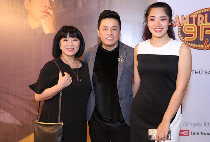 Ca sĩ Cẩm Vân và con gái đến chung vui với anh Hai.