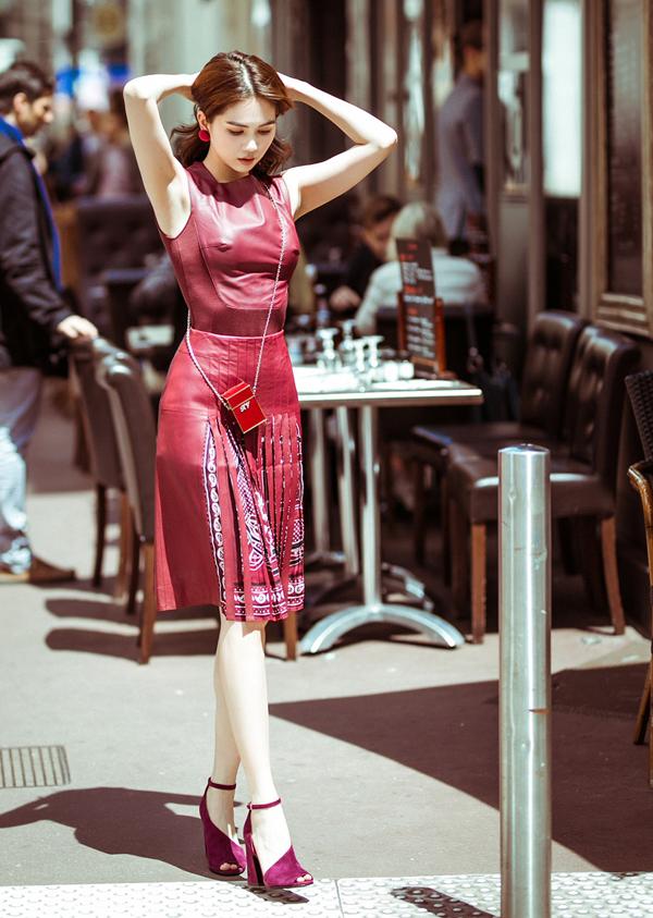 Sau khi dự LHP Cannes, Ngọc Trinh dành một ngày nghỉ ngơi, tham quan, mua sắm ở Pháp trước khi về nước.