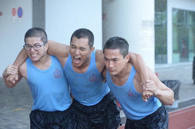 Quách Tử Hào (bìa phải) trong phim Đội cứu hộ sinh tử.