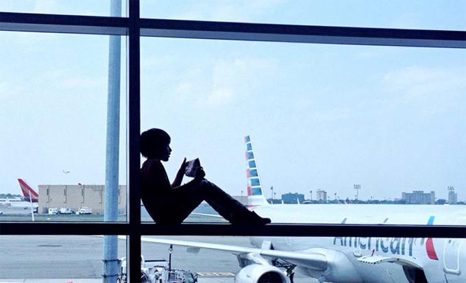 Những điều cha mẹ nên biết khi cho trẻ em đi máy bay một mình