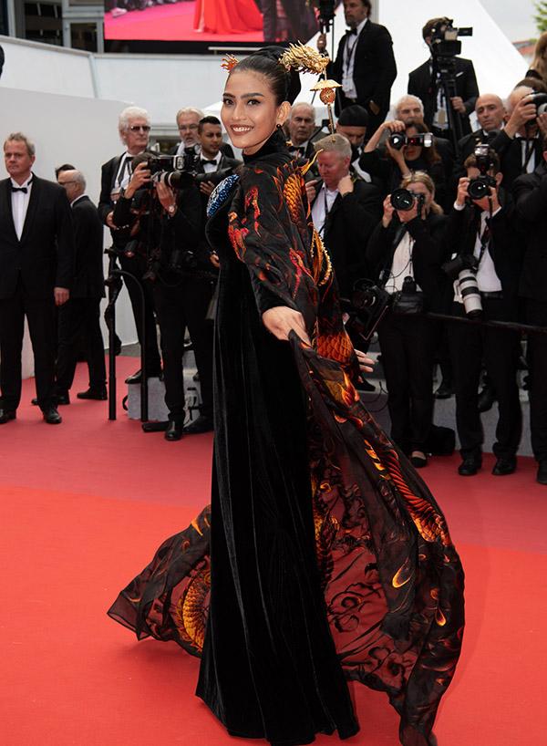Trương Thị May tiết lộ cô có mối quan hệ thân thiết với nhà sản xuất phim người Ấn Độ Raja Ramani nên được mời cùng đoàn phim Ấn Độ dự LHP Cannes.