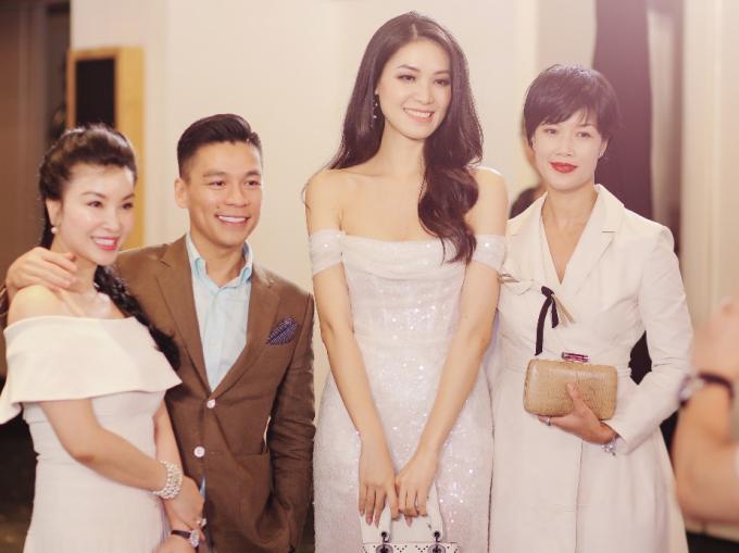 Hoa hậu Thùy Dung, doanh nhân Adrian Anh Tuấn và doanh nhân Kim Oanh (CEO Wrap and Roll Việt Nam) chụp ảnh tại sự kiện