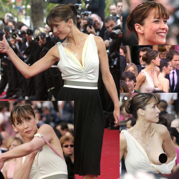 Sophie Marceau cũng từng gặp sự cố kinh điển tại Cannes 10 năm trước đó. Một bên váy của cô bị tuột tới khuỷu, để lộ cả bầu ngực giữa thanh thiên bạch nhật.
