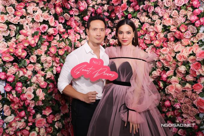 Kim Lý đến ủng hộbạn gái. Anh hiếm khi vắng mặt trong các sự kiện do Hồ Ngọc Hà tổ chức.