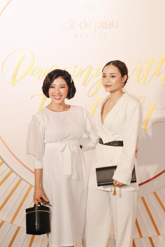 Clé de Peau Beauté vừa tổ chức sự kiện giới thiệu bộ đôi sản phẩm dưỡng da cao cấp vùng mắt tại Gem Center, TP HCM. Sự kiện tái hiện vẻ đẹp của người phụ nữ qua những vũ điệu bằng ánh sáng, mang đến cho khách mời nhiều cung bậc cảm xúc. Beauty Blogger Yumi Dương cũng tới ủng hộ sự kiện của thương hiệu.