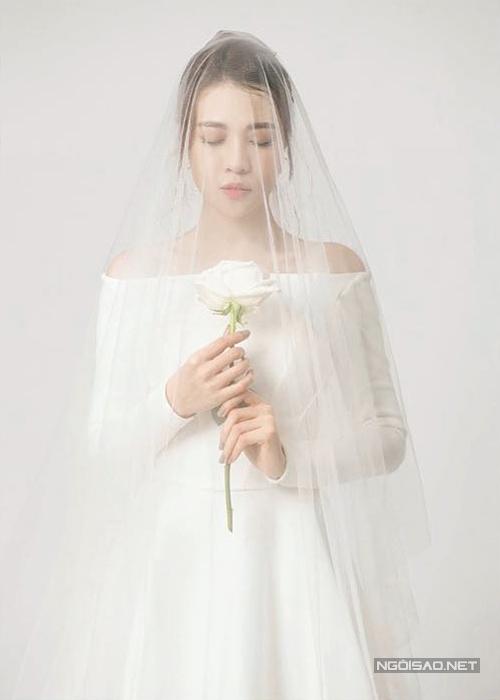 Đàm Thu Trang diện váy phong cách thập niên 1960 chụp ảnh cưới