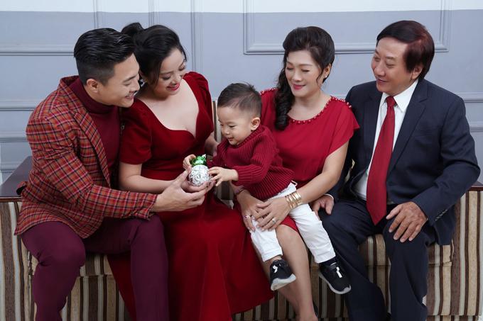 Gia đình nhỏ của Hồng Phượng hiện sống cùng bố mẹ chồng ở TP HCM.