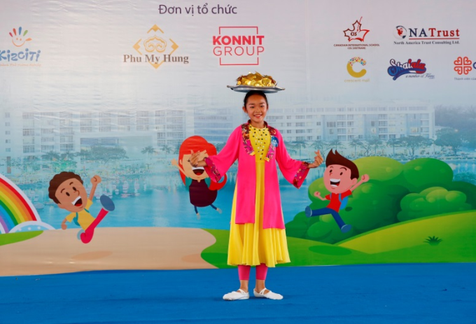 Tiết mục múa mâm đặc sắc của em Nguyễn Phạm Trường An đã đạt giải nhất cuộc thi Tài năng trẻ Phú Mỹ Hưng 2018.