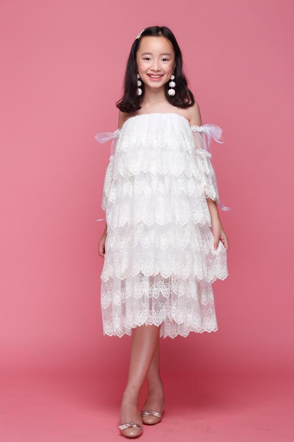 Với gương mặt xinh đậm nét á đông, Huỳnh Phương Anh đã nhận rất nhiều hợp đồng quảng cáo cũng như lời mời tham gia biểu diễn thời trang cho các nhãn hàng nhà thiết kế Châu Á : Nhật Bản, Hàn Quốc, Trung Quốc, Thái Lan ....