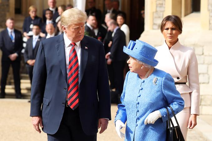 Nữ hoàng Elizabeth II tiếp đón ông Trump và bà Melania tháng 7/2018. Ảnh: UK Press.