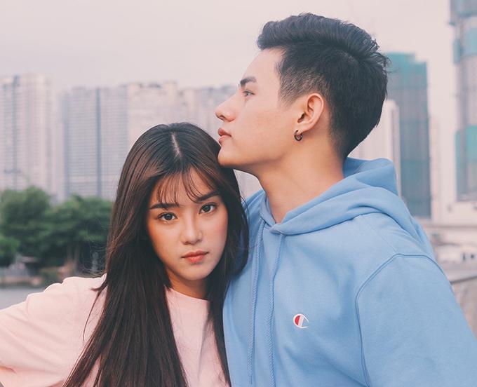 Để quảng bá cho MV Thanh xuân của cô gái nhà bên, Hoàng Yến và Tino thực hiện một bộ ảnh kèm theo. Lần này, giọng ca gốc Bắc một lần nữa biến hóa khác lạ trong bộ ảnh kèm theo, với mái tóc nối dài và duỗi.