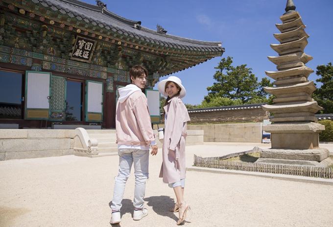 Trang Pháp rất ấn tượng với những công trình kiến trúc cổ xưa, chạm trổ công phu, tinh tếtại Hàn Quốc.