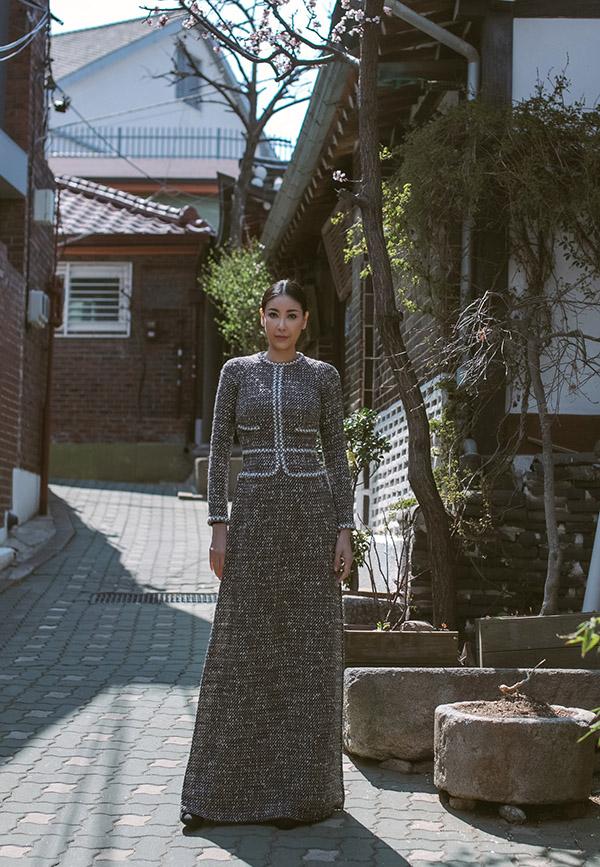 Hà Kiều Anh vừa có chuyến công tác kết hợp du lịch ở Hàn Quốc. Cô mang theo nhiều trang phục truyền thống để giới thiệu nét đẹp văn hóa Việt Nam với bạn bè ở xứ kim chi.