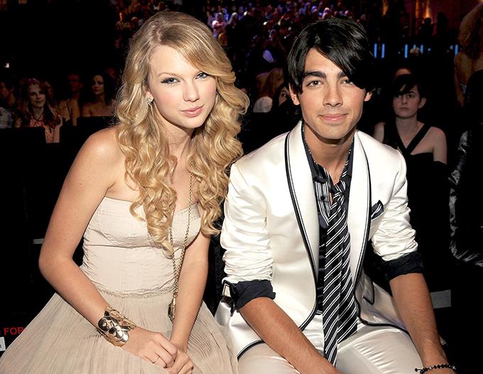 Taylor Swift và Joe Jonas yêu nhau từ tháng 7 tới tháng 10/2008.