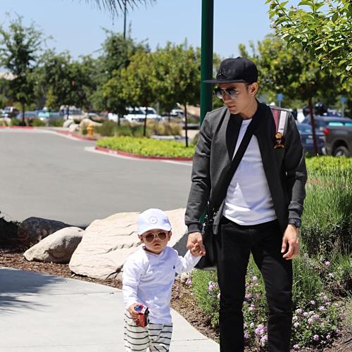 Đan Trường tranhthủ dẫn con trai Thiên Từ đi chơi khi được rãnh rỗi.
