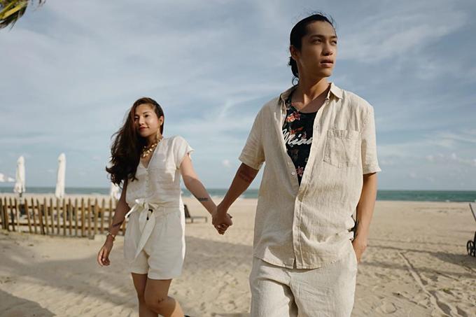 Lý Phương Châu tay trong tay bạn trai Hiền Sến dạo biển.