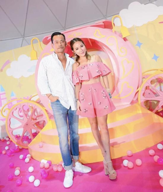 Tuệ Linh và Alvin Chau gương vỡ lại lành. Tỷ phú sòng bài Alvin Chau hiện có 6 con: 1 con trai lớn với vợ đầu, 2 con gái với vợ thứ hai, và ba đứa con với bồ nhí.