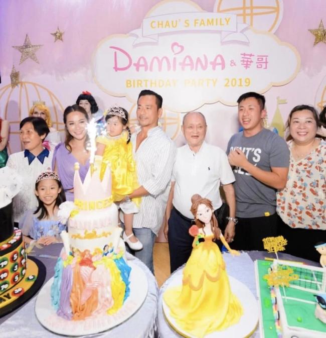 Bố, anh chị vàcon riêng của tỷ phú sòng bài đều có mặt trong bữa tiệc. Theo một số nguồn tin, Alvin Chau và Trần Tuệ Linh không ly dị mà hàn gắn với nhau. Cặp đôi hiện có hai con gái.