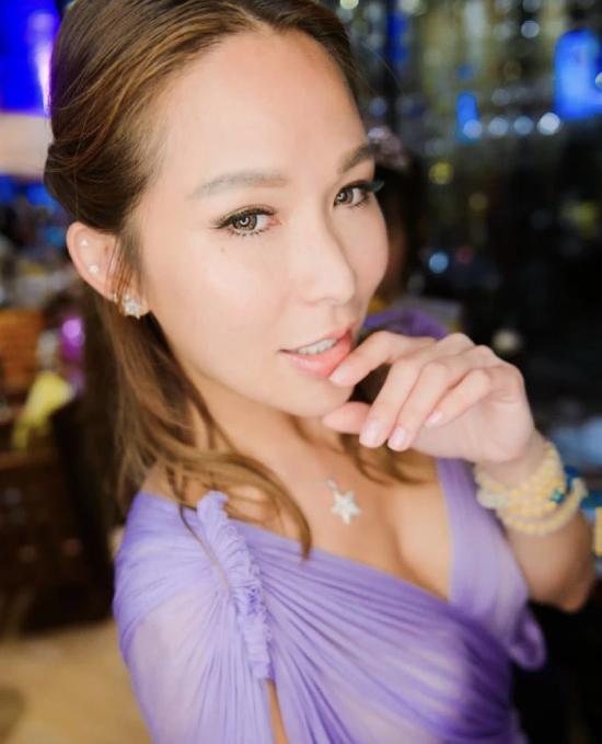Thay vì thái độ đau khổ, giận dữ vì chồng phụ bạc, Tuệ Linh quyết định tha thứ.