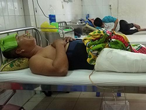 Ông Khuê đang điều trị tại bệnh viện. Ảnh:Đại Hiệp.