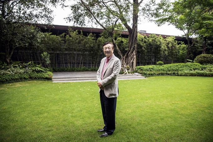 Ông Ren Zhengfei tại trụ sở Huawei tuần trước. Ảnh: Bloomberg.