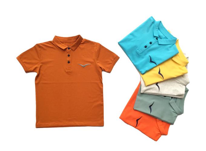 Áo thun có tay thêu logo Vinakids cho bé trai từ 7-12 tuổi, chất liệu thun cotton, size từ 8-12, giá giảm còn 99.000 đồng.