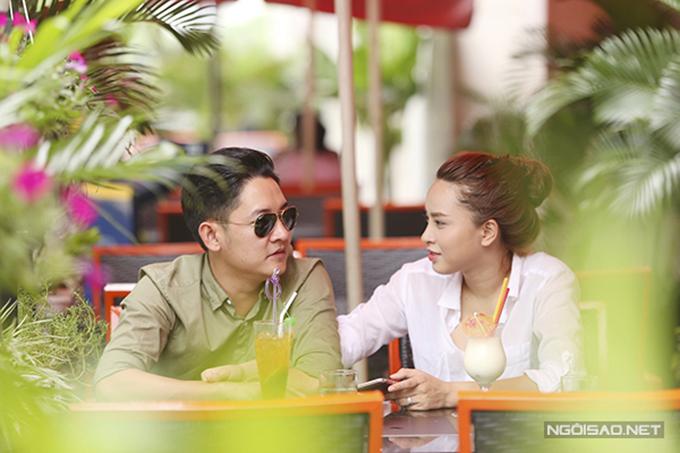 Giữa năm 2016, ca sĩ Hải Băng bị đồn yêu diễn viên Thành Đạt - chồng cũ của Diệp Bảo Ngọc nhưng cô im lặng. Cô chỉ tiết lộ đã chia tay Mai Tiến Dũng và có người mới được nửa năm chứ không tiết lộ danh tính của bạn trai. Đến tháng 8 năm đó, cặp đôi mới công khai chuyện tình cảm.