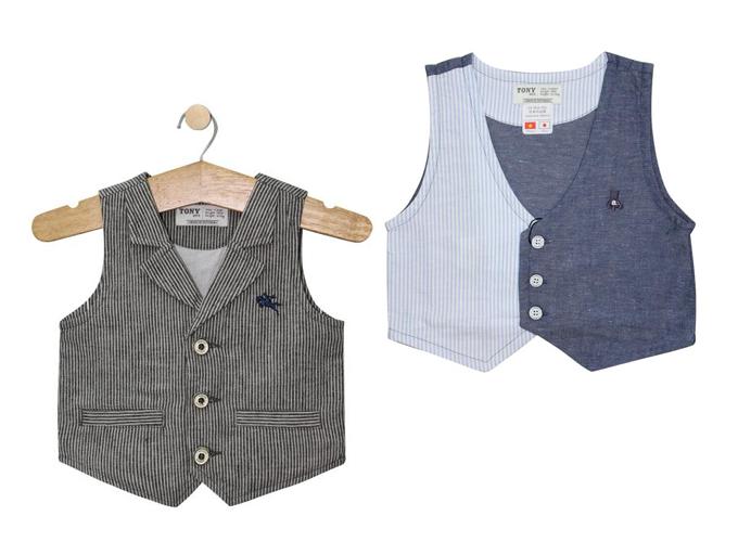 Áo vest Tony Boys bé trai sọc xanh giá 350.000 đồng, vest cổ bẻ sọc màu ngẫu nhiên giá 390.000 đồng.