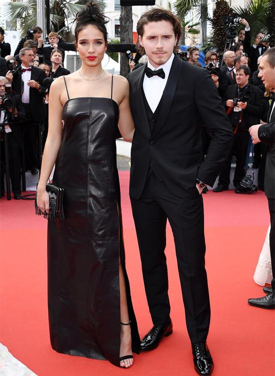 Brooklyn và Hana Cross tình tứ trên thảm đỏ LHP Cannes nhưng phía sau khoảnh khắc lung linh là những lần cãi vã vặt từ khi đặt chân tới Cannes. Ảnh: Wire.