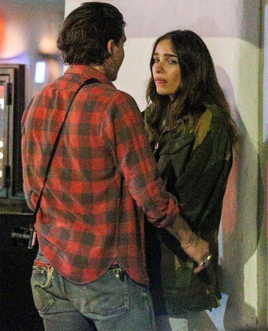 Đôi trẻ mới hẹn hò được 6 tháng nhưng ít nhất ba lần bị chụp ảnh cãi cọ khóc lóc trên phố.