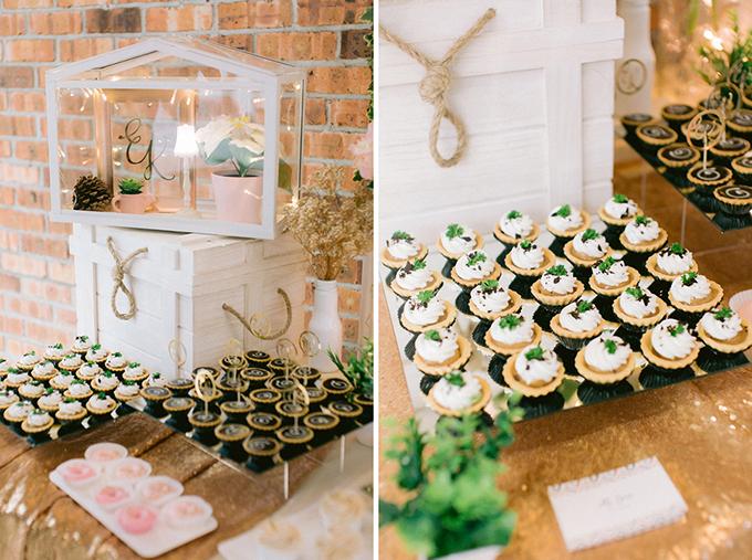 Uyên ương còn bày tiệc trà để mời khách trong thời gian chờ đến giờ cử hành hôn lễ.