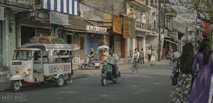 Một số đường phố ở Huế và Quảng Nam được tu sửa và trang hoàng giống hơn 40 năm trước.