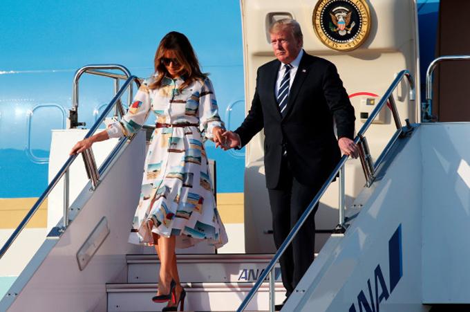 Vợ chồng Tổng thống Trump đến thăm Nhật hôm 25/5. Ảnh: AP.