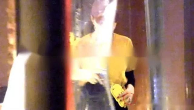 Chiếc nhẫn kim cương đắt giá, món quà Lý Thần tăng Băng Băng cách đây ít lâu. Diễn viên Phạm Băng Băng được biết đến qua nhiều phim truyền hình, điện ảnh, trong đó có Hoàn Châu Cách cách, Võ Mỵ Nương truyền kỳ, Lạc lối ở Bắc Kinh... Sau scandal trốn thuế năm 2018, sự nghiệp của Băng Băng bị đóng băng, hiện cô chưa chính thức trở lại showbiz.
