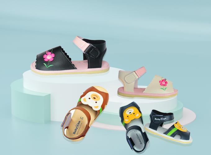 Store Ngôi Saođang có đa dạng các mẫu giày dép, sandal cho trẻ em: sandal SS0813 màu đen và kem dành cho bé gái, sandal BabyOne SS0809 màu nâu và đen dành cho bé trai đồng giá 269.000 đồng.