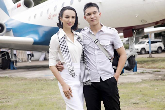 Em trai của Hoa hậu Du lịch sinh năm 1998 tên Khánh Phan đang học tập tại trường này. Đây là lần hiếm hoi chàng sinh viên 21 tuổi lộ diện bên chị gái nổi tiếng.
