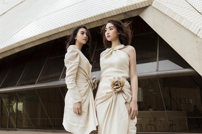 Mỹ Linh và Tiểu Vy yêu thích phong cách thời trang thanh lịch, nhẹ nhàng. Cả hai giữ mối quan hệ thân thiết, thường xuyên gắn bó trong nhiều hoạt động.
