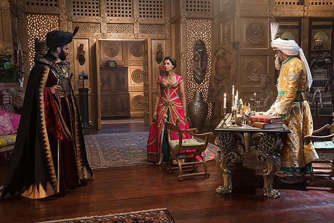 Phục trang và bối cảnh trong phim được thiết kế kỳ công.