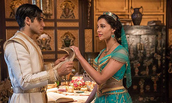 Mena Massoud vai Aladdin và Naomi Scott vai công chúa Jasmine hợp vai về ngoại hình và diễn xuất.