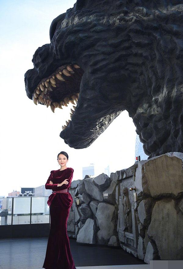 Chương Tử Di có nhiều mối duyên đặc biệt với Nhật Bản. Tác phẩm Hồi ức của một Geisha cô đóng chính cùng Củng Lợi, Dương Tử Quỳnh có câu chuyện gắn liền với nước Nhật. Phim Princess Racoon cô tham gia tại đây năm 2005nhận nhiều phản hồi tốt. Sau thời gian làm khách mời trò chuyện và trao giải ở LHP Cannes, Chương Tử Di tiếp tục nhận lời mời làm giám khảo của LHP quốc tế Tokyo diễn ra cuối năm nay. Giám đốc LHP này bày tỏ, họ rất hồi hộp được hợp tác với một trong các ngôi sao hàng đầu của điện ảnh quốc tế như cô.