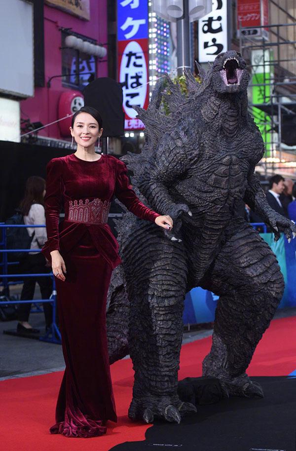 Trong bom tấn của Hollywood, Chương Tử Divào vai một trong các tiến sĩ đối mặt với cuộc nổi dậy của nhiều loài quái vật, đồng thời kết nối chúa tể Godzilla với loài người.