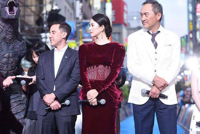 Chương Tử Di cùng các bạn diễn giao lưu với khán giả và báo chí trong sự kiện ra mắt phim. Chúa tể Godzilla cũng sẽ khởi chiếu ở Việt Nam từ 31/5.