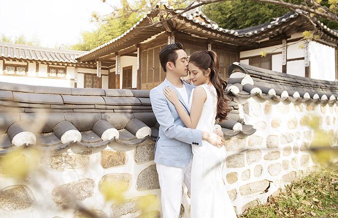 Dương Khắc Linh chiều ý vợ sắp cưới để sang tận Hàn Quốc thực hiện album kỷ niệm trước hôn lễ. Sara Lưu từng có thời gian du học ở thủ đô Seoul nên cô rất muốn quay lại nơi này ghi lại những khoảnh khắc ngọt ngào cùng ông xã.